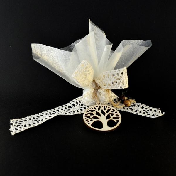 """Μπομπονιέρα Γάμου Οργαντίνα με Ξύλινο Διακοσμητικό """"Δέντρο Ζωής"""""""