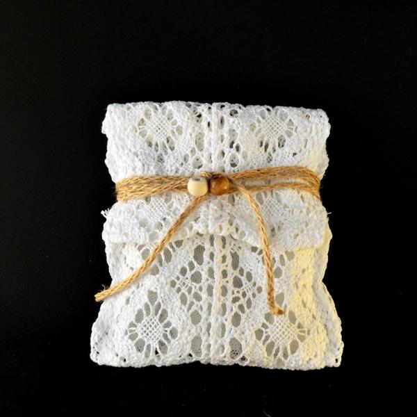 Μπομπονιέρα Γάμου Φάκελος Πλεκτός με Ξύλινες Χάντρες